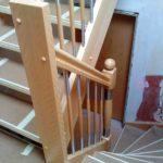 Podesttreppe aus massiver Buche und Geländer aus einer Holz-Edelstahl Kombination