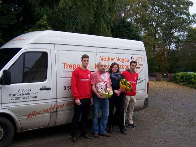 Dankespräsent des SV Großmoor an Volker Voges Treppen- und Massivholzbau