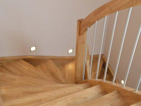 Treppe mit Edelstahlelementen